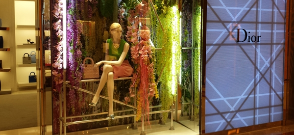 Kee Klamp structures in the Dior shop window