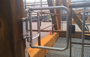 Self Closing Safety Gates Kee Safety Uk