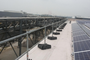 Edge protection for roofs with limited space