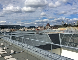 Roof edge fall protection system installed in Budapest