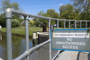 Kee Klamp safety railings for the Environment Agency