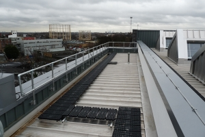 Level, safe access to the fragile aluminium roof
