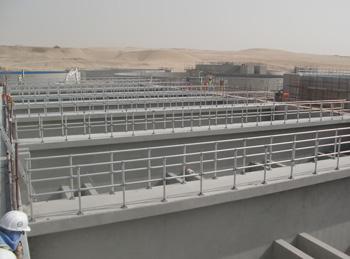 An anodised Kee Lite aluminium guardrail