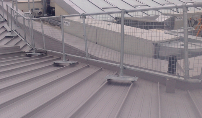 Metal roof guardrail system