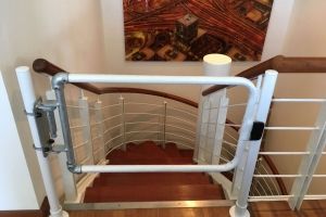 Self-closing safety gates for luxury offices