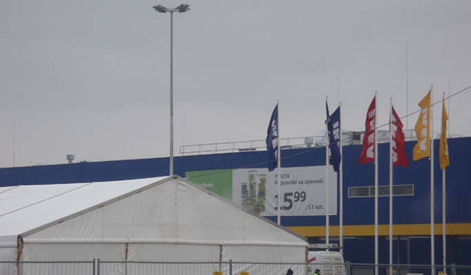 KeeGuard free-standing roof edge protection system at IKEA in Poland, Krakow.
