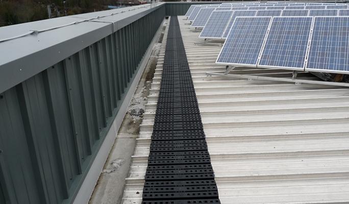 Level Safe Access To The Fragile Aluminium Roof Kee