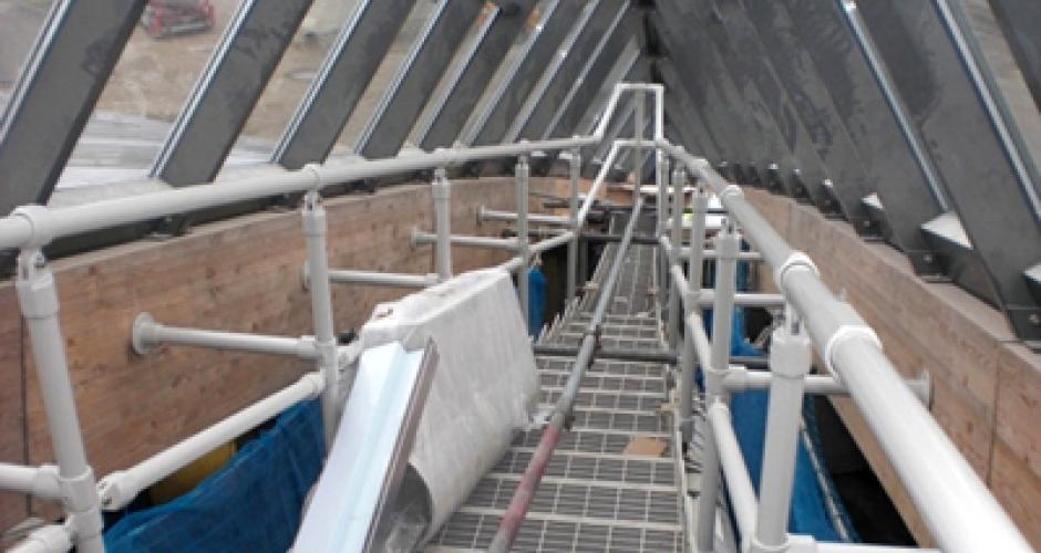 aluminium gel nder im dachfirst einer freizeitanlage kee safety switzerland. Black Bedroom Furniture Sets. Home Design Ideas
