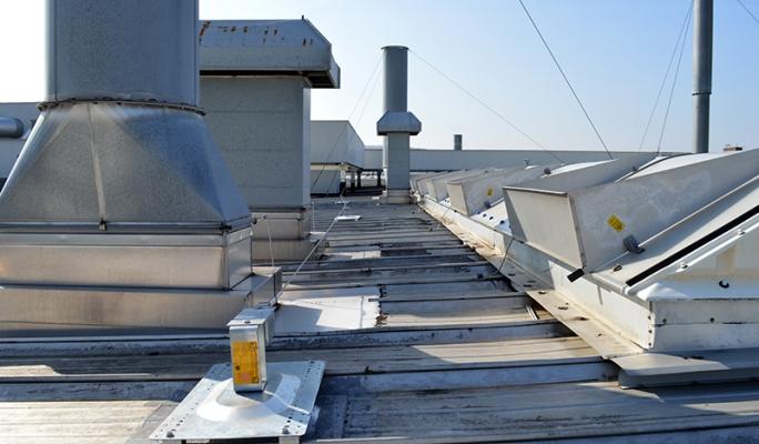 rundum schutz auf dem dach absturzsicherungen sicherheitsgel nder arbeiten in der hohe kee. Black Bedroom Furniture Sets. Home Design Ideas