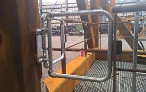 Self-closing safety gate